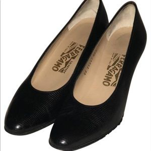 Salvatore ferragamo black pumps size 9